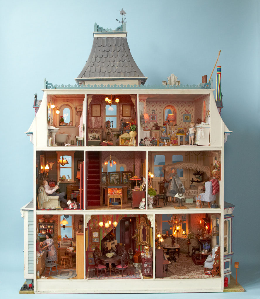 Bay Hippisley Photographs Superb 1/12th Scale Miniatures